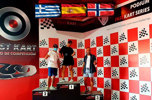 podium digital para karting banderas
